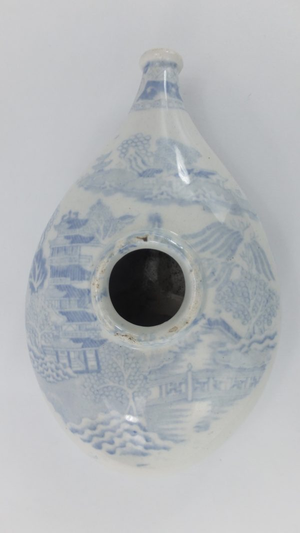 Willow Pattern Blue & White Pottery Nurser Feeder