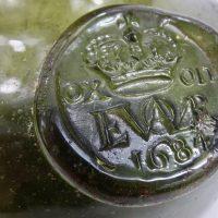 Shaft & Globe Dated Crown Tavern Glass Wine Bottle Oxford 1684